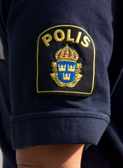 Polisemblem på tröjarm