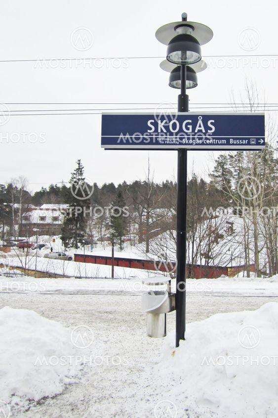 Skogås pendeltågstation