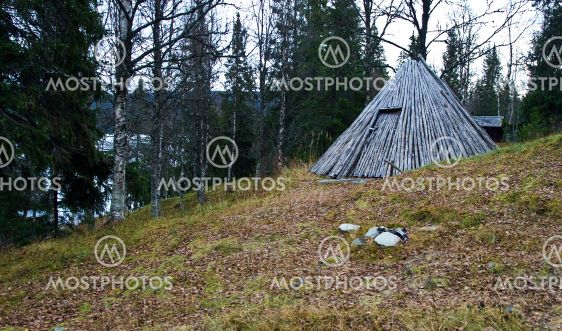 traditionella samiska teepee