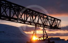 Titankranen i solnedgång
