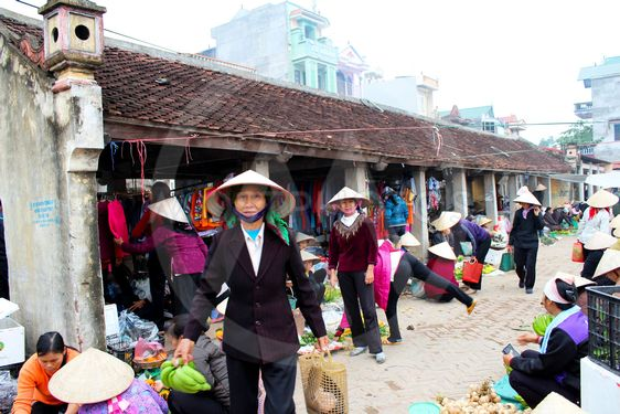 People go to market