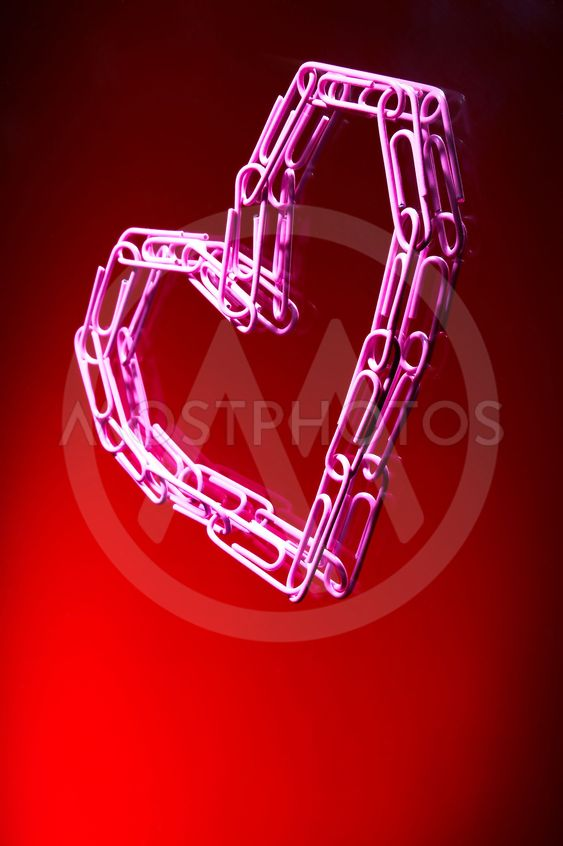 heart from paper clips