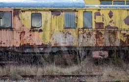 Järnvägsvagn i förmultning