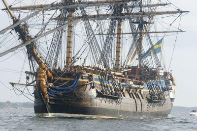 """Close-up of the Swedish East Indiaman """"Götheborg"""" sailing"""