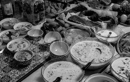 Maten på bordet.