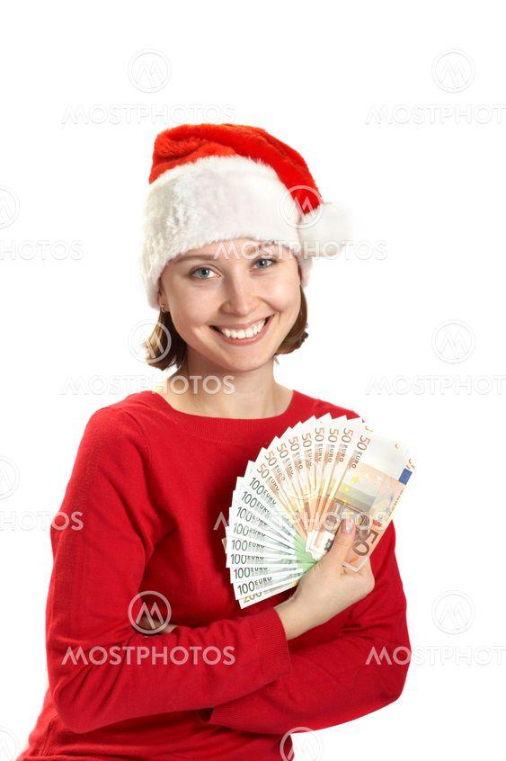 Pigen holder pengesedler i en hånd
