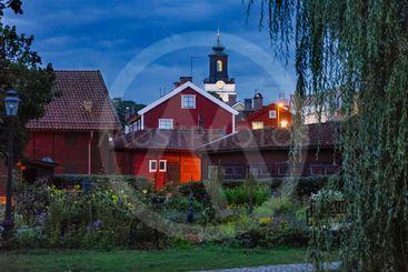 Kvällsbild från museigården