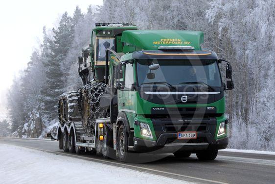 Green Volvo FMX Truck Hauls