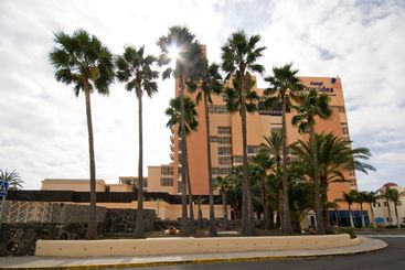 Hotel with palm trees 2
