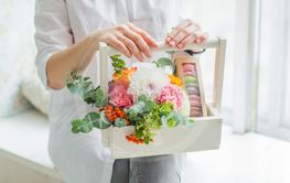 Spring gift in the hands of women. Flower arrangement in...