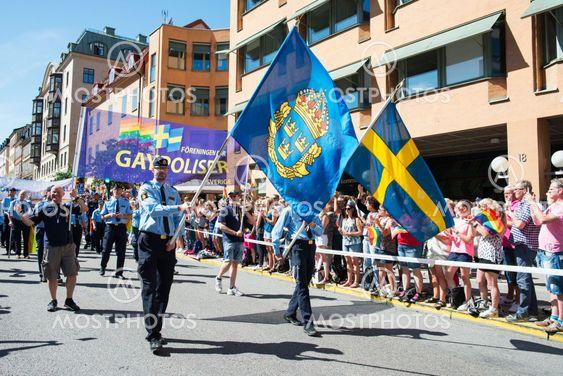 Gaypoliser på Stockholm prideparad