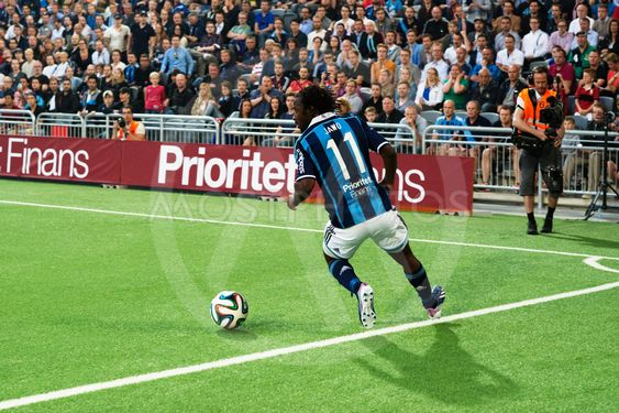 DIF fotbollsspelare fintar & dribblar, Amadou Jawo