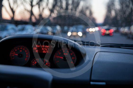 Person kör bil