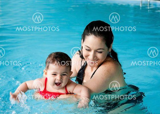 bienfait de pratiquer la natation pour les bébés