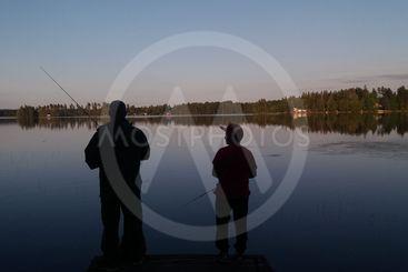 Två generationer på kvällsfiske  (Sweden)