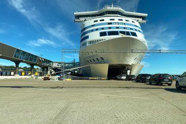 Bilar som kör på kryssningsfartyg i Stockholm.