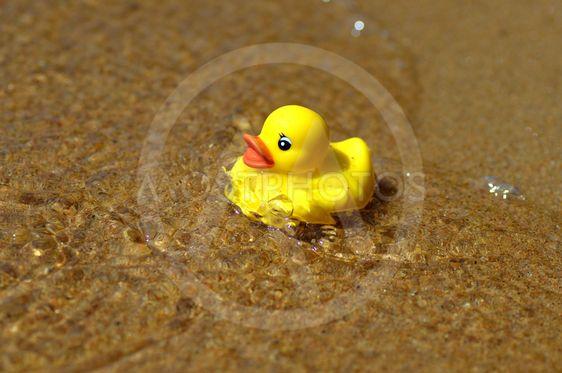 Våga simma mot djupare vatten. Simskola.