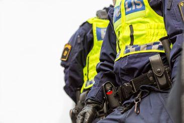 Poliser i Stockholm som patrullerar på stan.