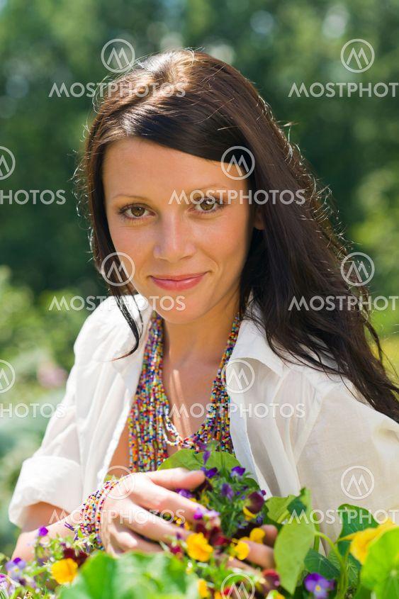 Sommaren trädgård vackra Leende kvinna flower