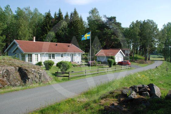 Sveriges Nationaldag firas på småländska landsbygden .