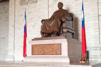 Chiang Kai-shek Bronze statue