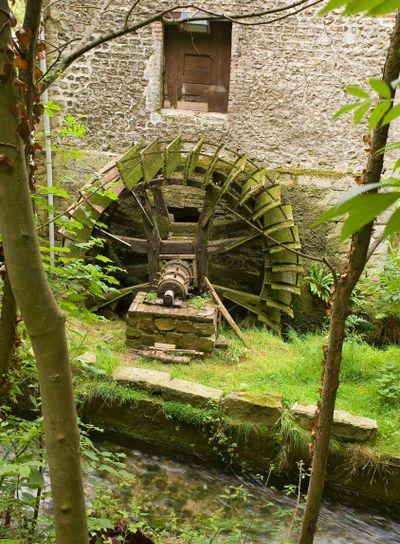 France,normandie,veules-les-roses : moulin sur la rivière