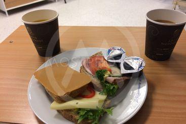 smörgåsar och kaffe