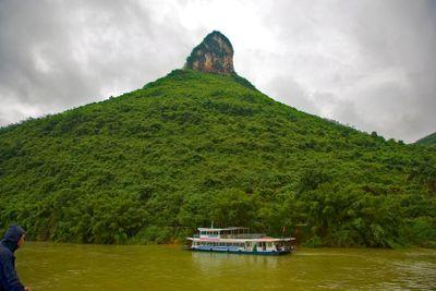 chine; guilin; rivière lijiang : colline et mauvais temps