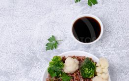 Unpolished red rice with vegetables