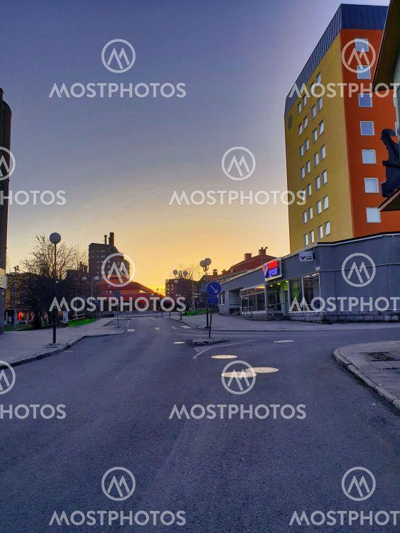 Gamla Kiruna centrum i midnattssol_1