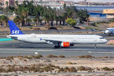 SAS Scandinavian Airlines Airbus A321 airplane Gran...