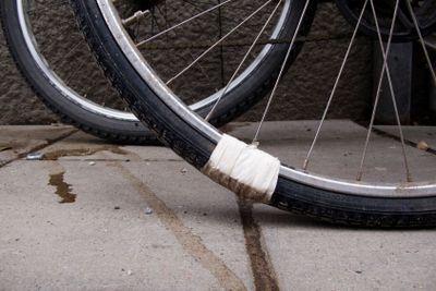 Provisorisk lagning av cykeldäck
