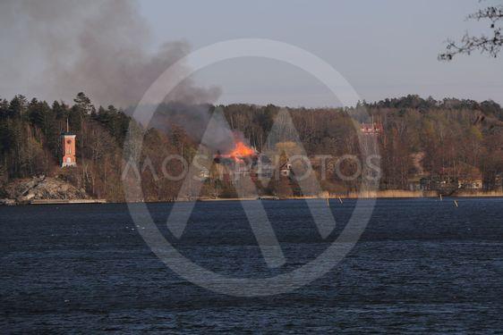 Norsborgs herrgård brinner