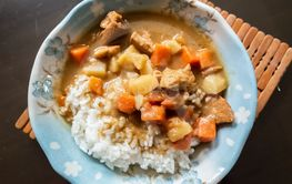 curry sauce with beef and rice