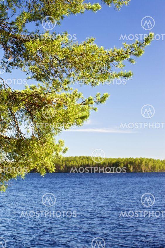 Päivän järvellä