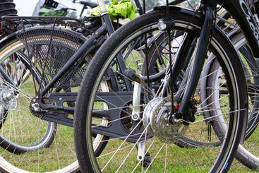 Cyklar och cykelhjul, ekrar. Aktivt liv! Motion! Silvertid