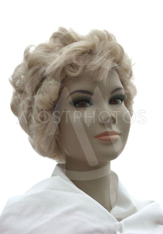 Blond vacker skyltdocka av äldre modell.