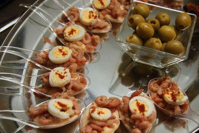shrimp amuse appetizer on spoon