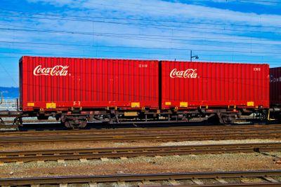 Coca Cola container på järnväg