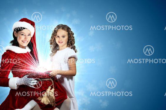 Pikku tyttö joululahjat ja santa