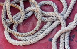 ship's rope is lying on the deck of the red-pink spot