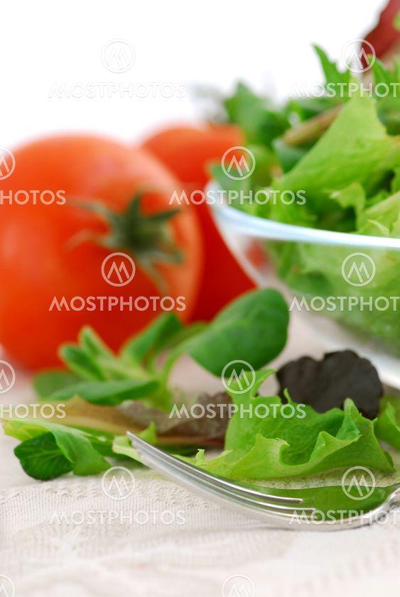 Baby grønne og tomater