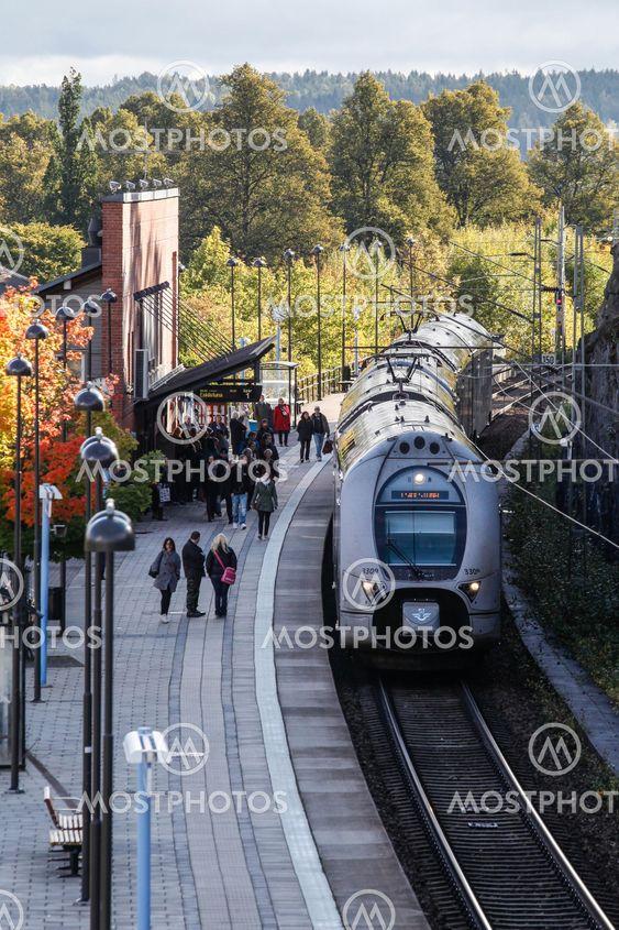 tåg från strängnäs till stockholm