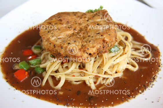 Kött på pastaprodukter