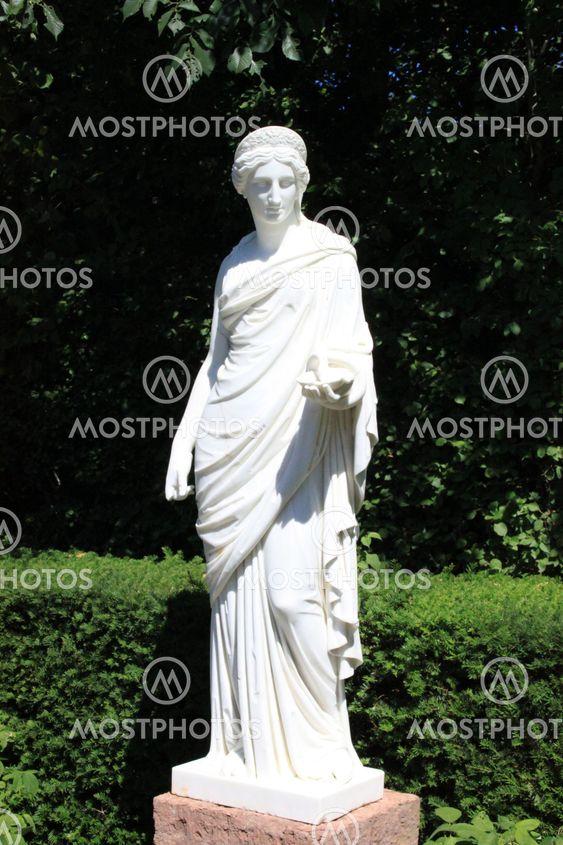 Nainen patsas