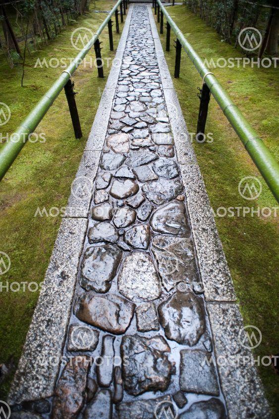 Wet footpath in Koto-in