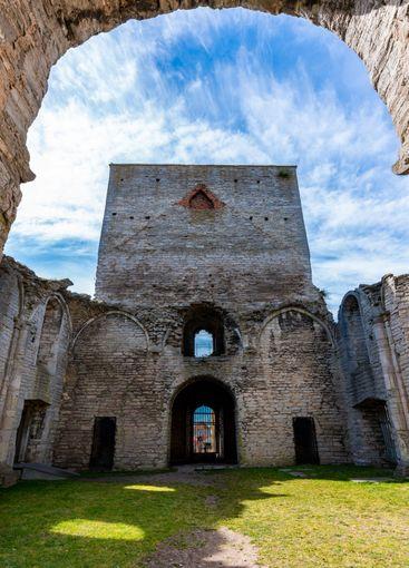 Gammal medeltida ruin  kyrka  i Visby Gotland.