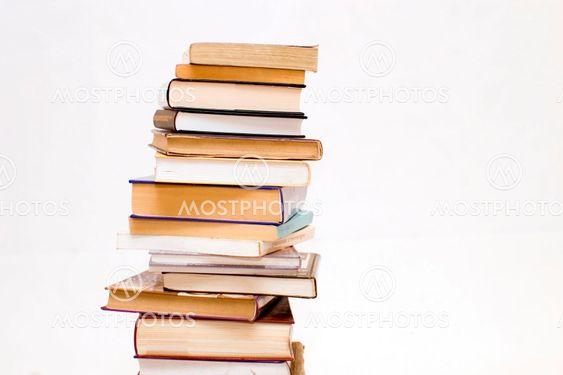 Böcker på vit bakgrund