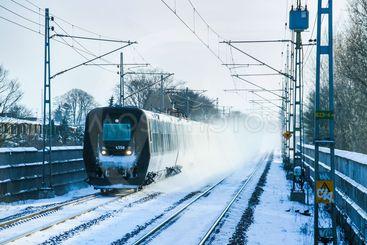 Tåg i vintermiljö / Train in wintertime in Sweden