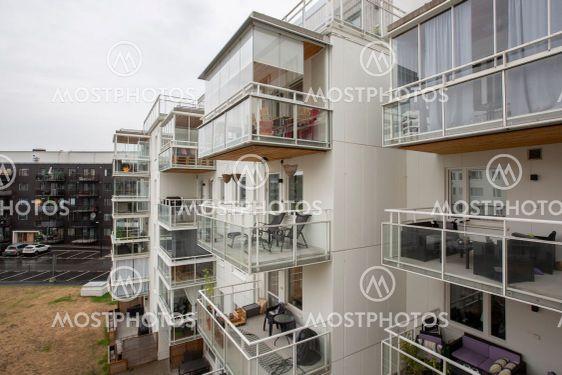 Bostadsområde med lägenheter.